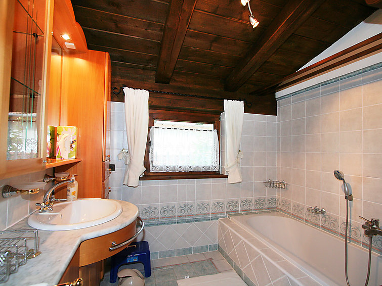 Ski holiday in Tirol. holiday accommodation Claudia (6p) 15 km from the ski lifts in Telfs (I-360)