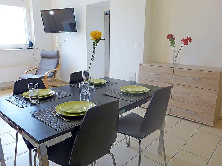 ferienwohnung gare de glion lavaux. Black Bedroom Furniture Sets. Home Design Ideas