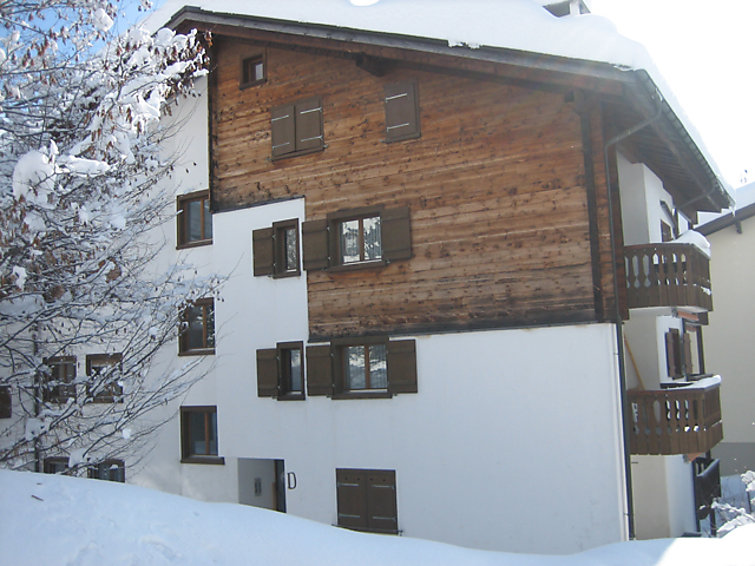 SUT LA BARGA / Schulte. Autres informations du fournisseur: Total size of the apartment: 55m2 The apartment consists of an open living room with kitch