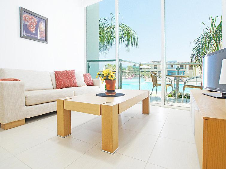 coralli-spa-resort-pool-view