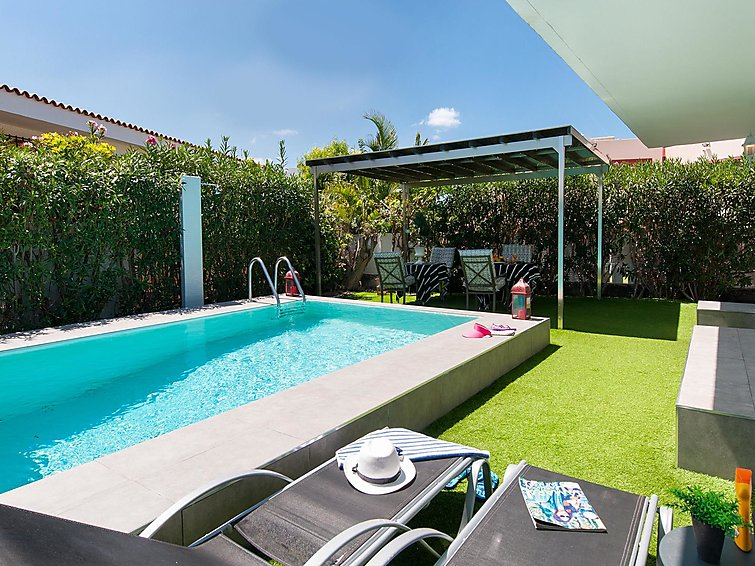 et2-beach-house-wprivate-pool