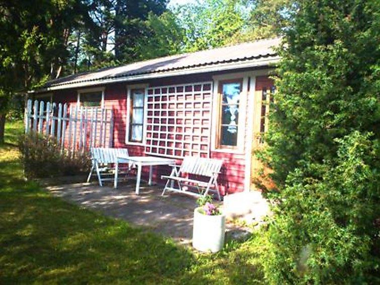 Edbacka. 60 km Southwest from Turku, Turunmaa Archipelago Sea/Källarfjärden 60 m, shallow clay and rock shore, Wooden cottage 1985, kitchen-