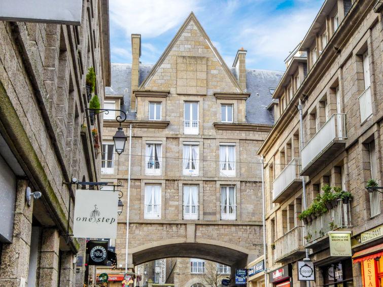 """Beauchesne. Une carte de stationnement est mise à disposition. Immeuble """"Beauchesne"""", de 4 étages. Au centre de La Cit"""