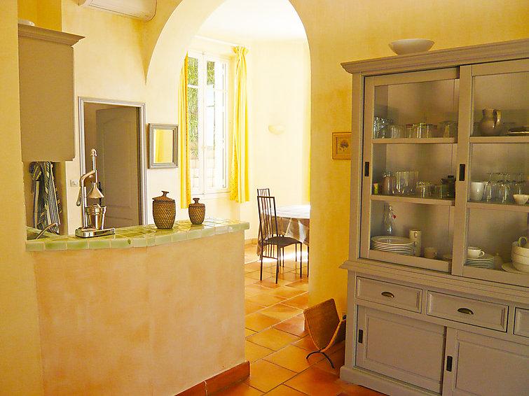 ferienwohnung castel haussmann c te d 39 azur. Black Bedroom Furniture Sets. Home Design Ideas