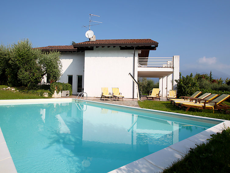 Holiday villa Vanessa (10p) with private swimmingpool at Lake Garda, Italy (I-732)