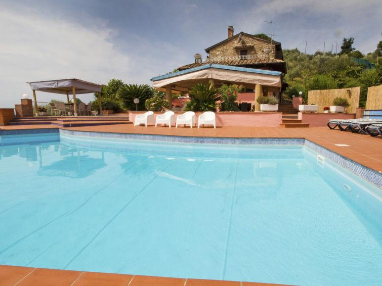 """La Chiazza. Bargecchia à 9 km de Massarosa: Belle villa confortable, individuelle """"La Chiazza"""", environnée par les arb"""