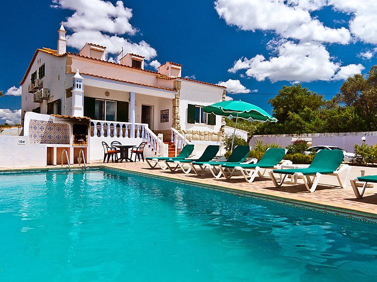 Gezellige groepsaccommodatie (12p) Casa Madeira met zwembad en op 4km van zee in de Algarve (I-354)