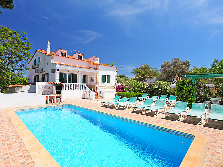 Cozy groupsaccommodation (12p) Casa Madeira with swimming pool and at 4 km from the sea in the Algarve (I-354)