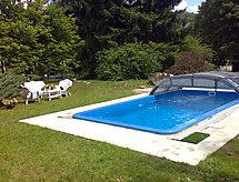 Wienerwald Villa mit Pool mikrohullámú sütővel és hegyi kerékpározáshoz