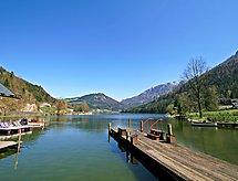 Bergsee para ciclismo de montaña y con juegos infantiles
