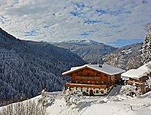 Riegergut z pobliskim arealem narciarskim i balkonem