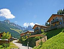 Edelweiss yakınında kayak alanı ve Resepsiyonun bulunduğu