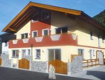 Haus Krone 1 mit Fernseher und Terrasse