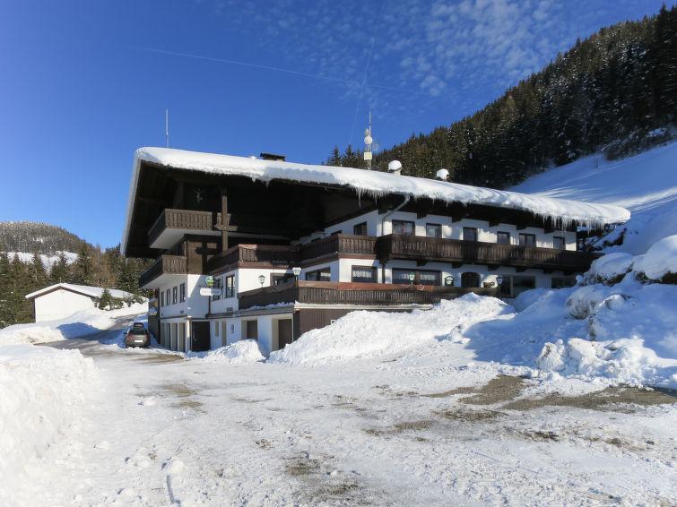 Steinerhof - Slide 1