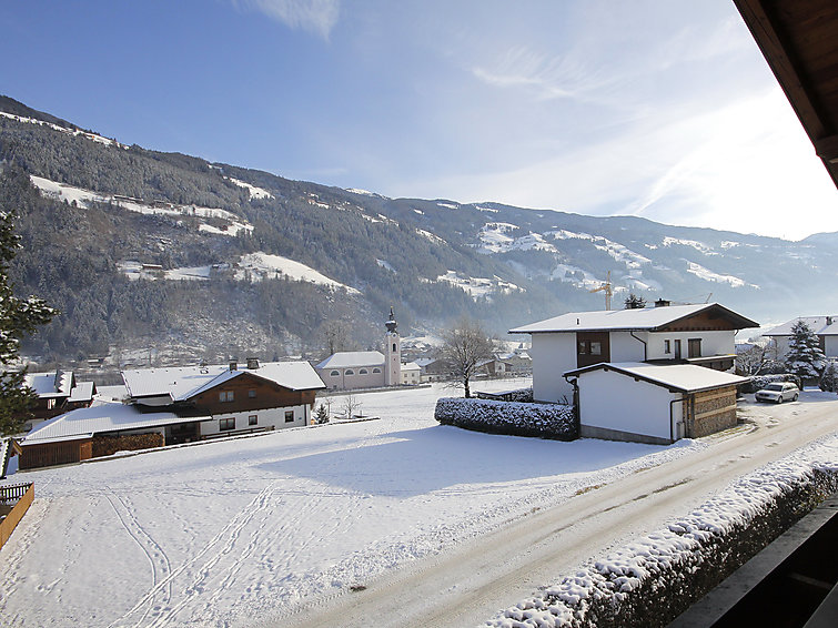 Spacious apartment Wanger (6p) nearby the center and skiring in Aschau im Zillertal (I-527)