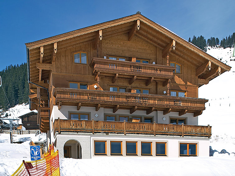Zillertal Arena wintersport apartment at the ski area Voithofer (6p) pets are allowed with internet (AT5661.300.2 )