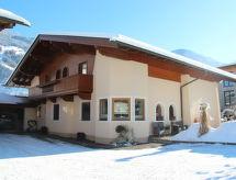 Hundsbichler con horno y cercana zona de esquí