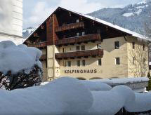 Kolpinghaus con ascensore und per le escursioni in montagna