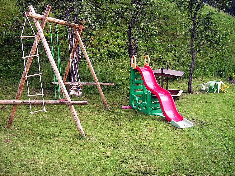 Ackerl - Slide 2