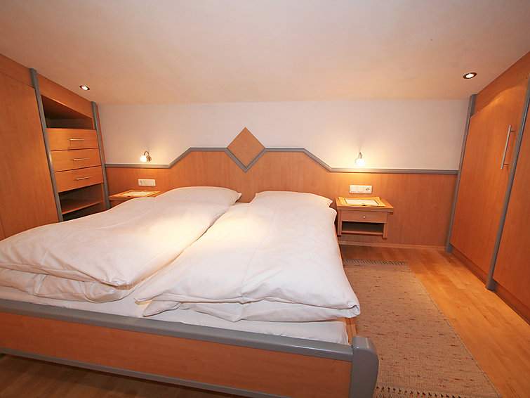 Apartment Haus Koch (4p) with sauna, wifi and at 400 meter from the ski ring in Tirol (I-513)