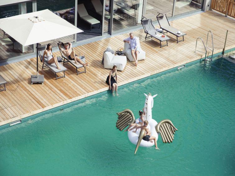 All Suite Resort - Slide 7