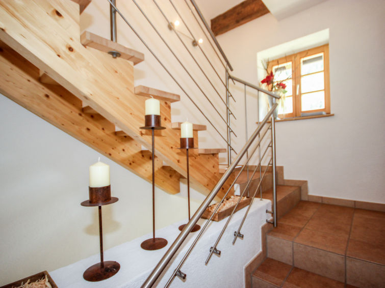 Slide10 - Beim Holzschnitzer