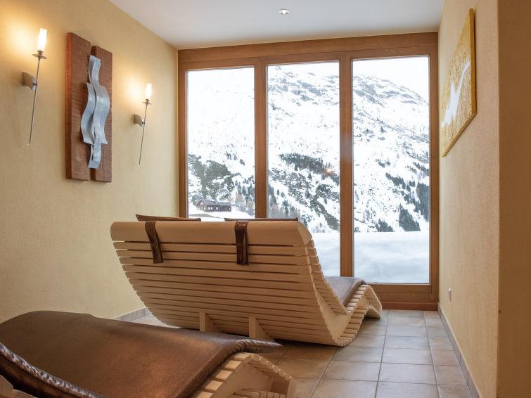 Slide8 - Glanzer Homes - Giggi Suite