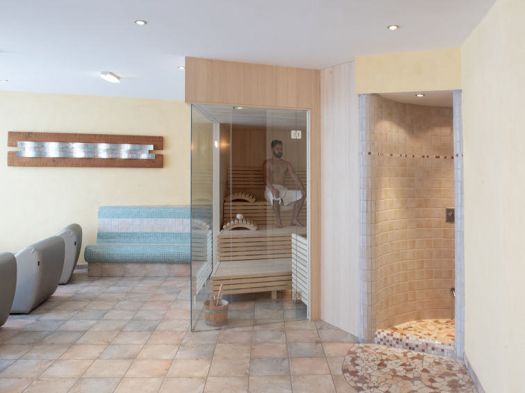 Slide5 - Glanzer Homes - Giggi Suite