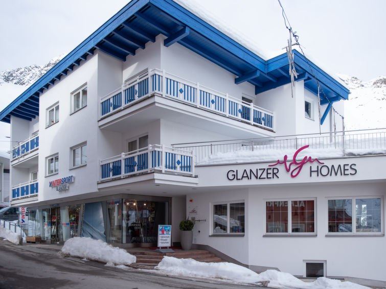 Glanzer Homes - Giggi Suite - Slide 2