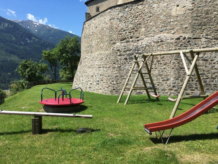 Slide6 - Burg Biedenegg mit Schlosscafe