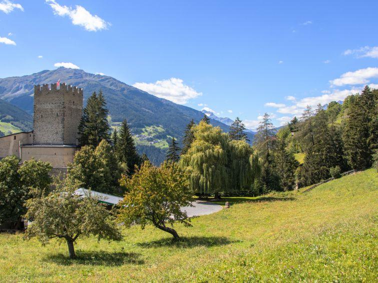 Slide8 - Burg Biedenegg mit Schlosscafe