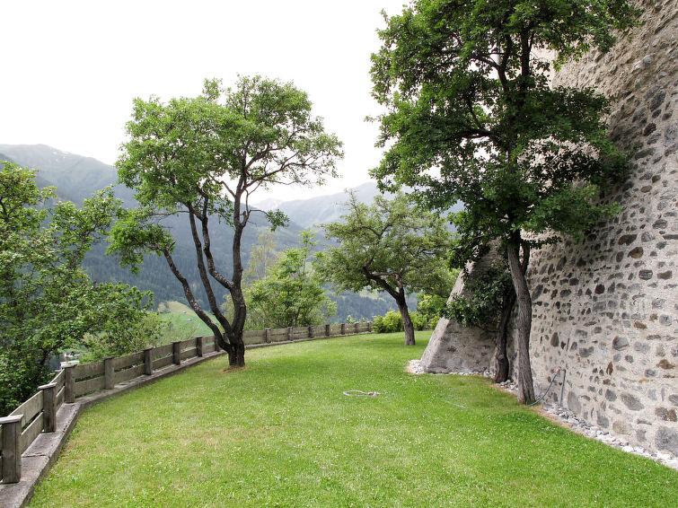 Slide5 - Burg Biedenegg mit Schlosscafe