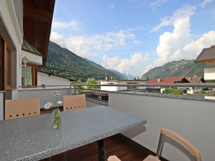 Apartment (6p) Gartenland at 400 m from the cable-way in the center of Ried in Tirol (I-430)