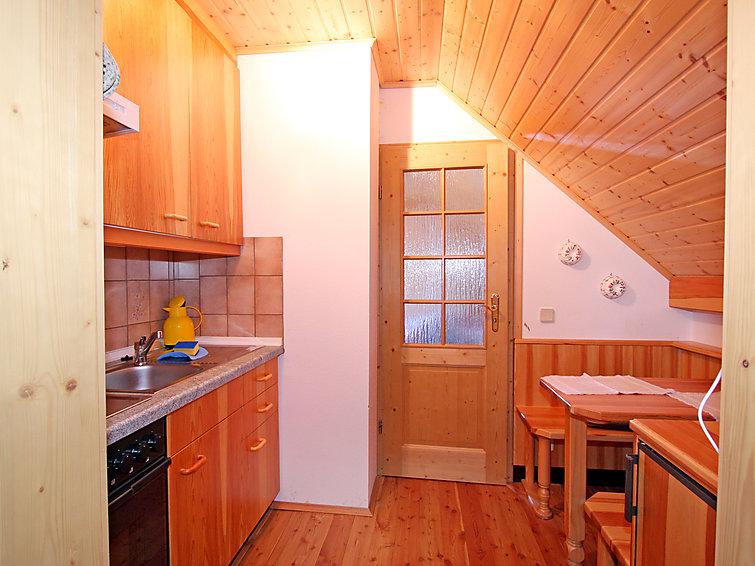 Gezellig appartement Peters (2p) op 400 meter van de piste in Karinthie (I-524)