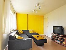 Residentie Alberteum mit Bett für Baby und Fernseher
