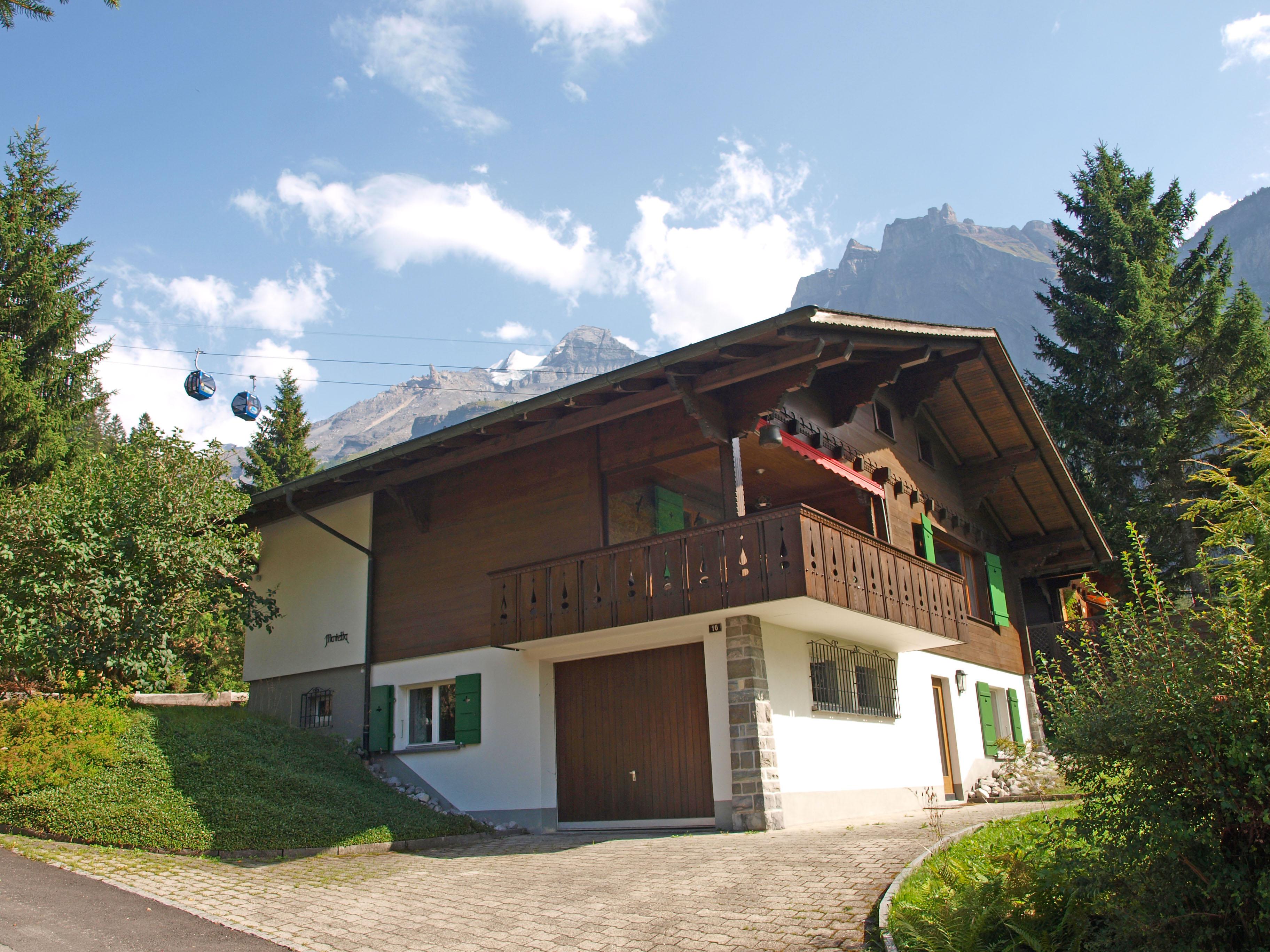 Ferienhaus marietta in kandersteg schweiz for Swiss homes