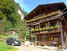 Staubbachblick para el senderismo de las llanuras y cercana zona de esquí