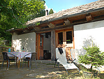 La Stalla (Comfort) with patio and for plains hiking