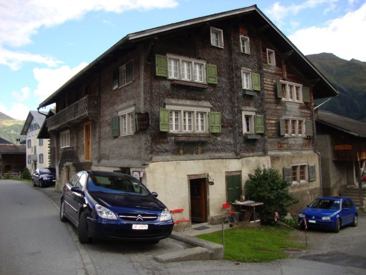 Ferieleilighet Ferienwohnung Sut Baselgia Capaul for fjellvandring og med peis