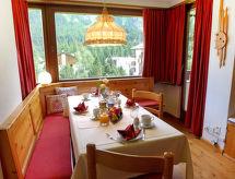 St. Moritz - Lomahuoneisto Chesa Arlas