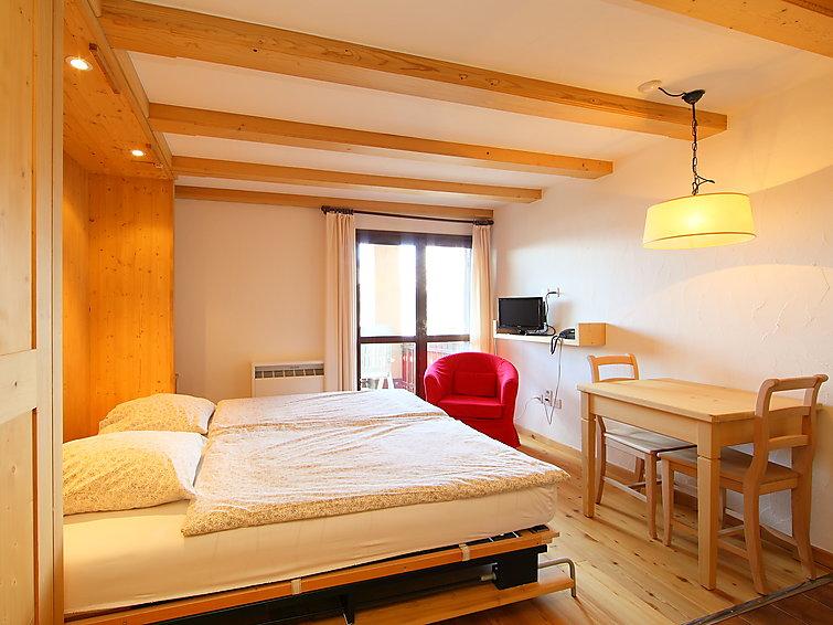 Silvaplana-Surlej accommodation chalets for rent in Silvaplana-Surlej apartments to rent in Silvaplana-Surlej holiday homes to rent in Silvaplana-Surlej