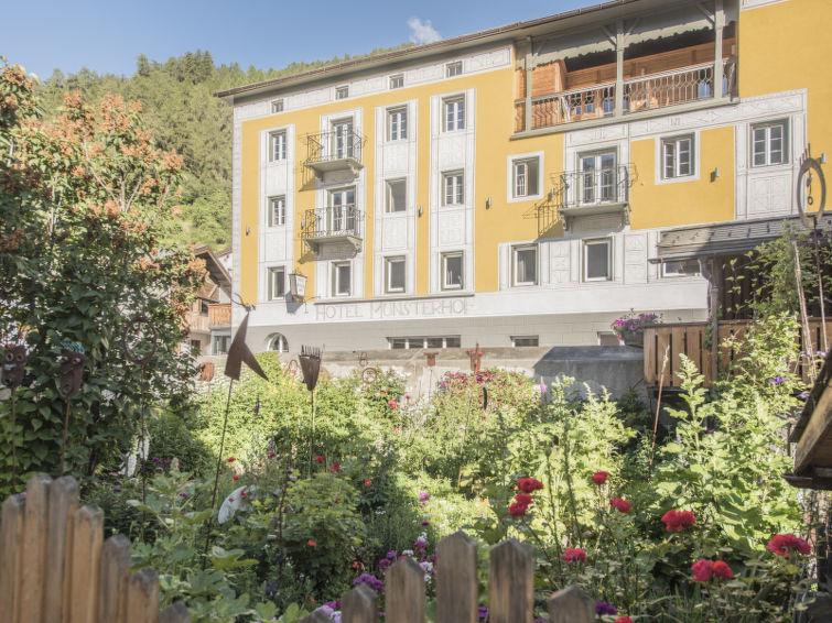 Hotel Munsterhof - Slide 12