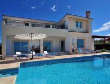 Villa Bella Katerina mit Pool und zum Wandern