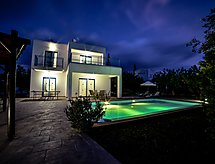Azzurro - 1 Bedroom Villa with baby cot and wlan