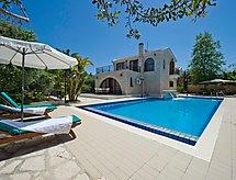costantinos villa mit Mikrowelle und Ofen