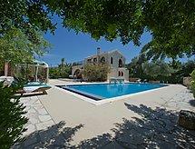 villa theodora mit Pool und Parkplatz