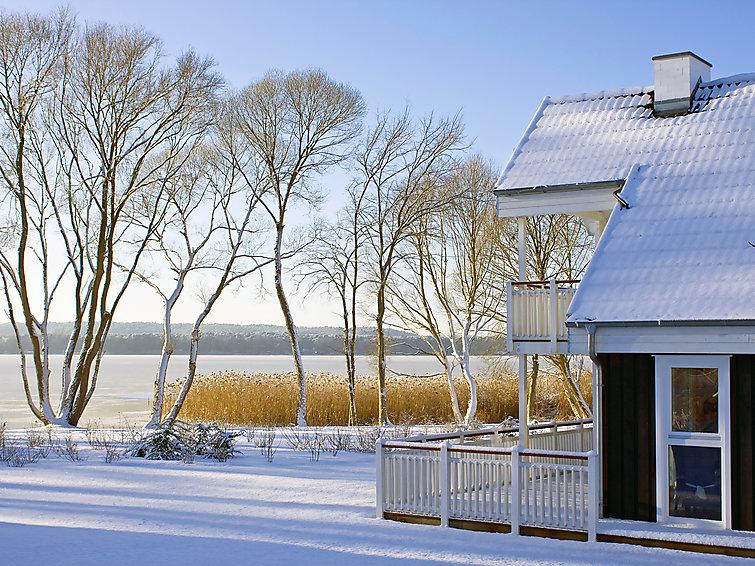 Aan het meer een ruime villa (8p) met sauna en whirlpool op vakantiepark Schlosspark Bad Saarow bij Berlijn (I-69)