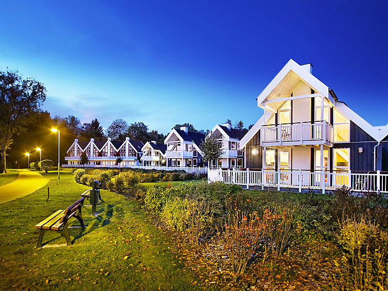 Holiday accommodation (6p) with sauna and fireplace at the lake in Schlosspark Bad Saarow, Germany (I-133)