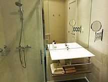 med badkar och diskmaskin