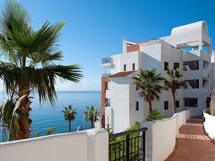 Amazing 3 bedrooms front sea view.